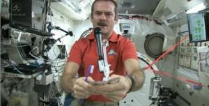 Uzayda Nasıl Diş Fırçalanır