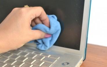 Kirlenmiş Laptop Ekranını Temizlemenin 3 Püf Noktası