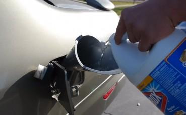 Arabanın Deposunu Benzin Yerine Çamaşır Suyuyla Doldurursanız Ne Olur