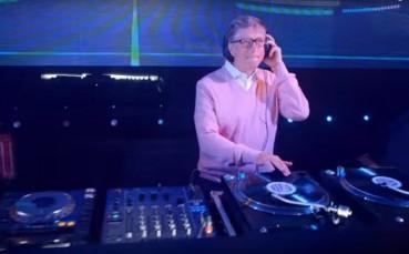 Şanzelize Cafe'nin Çılgın DJ'i Bill Gates ile Eğlencenin Dibine Vuruyoruz!