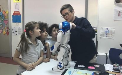 Öğretmen Robot Elias