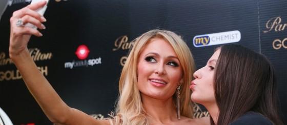Paris Hilton Selfie'yi İcat Ettiğini Söyleyince Sosyal Medya Yıkıldı!