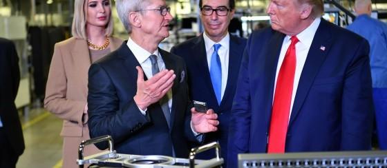 Apple CEO'su Cook Trump'a 6000 Dolarlık Mac Pro Hediye Etmiş