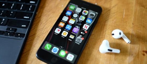 Apple'dan Yılın İlk Etkinliği: iPhone SE 3 ve AirPods Pro 2 Geliyor