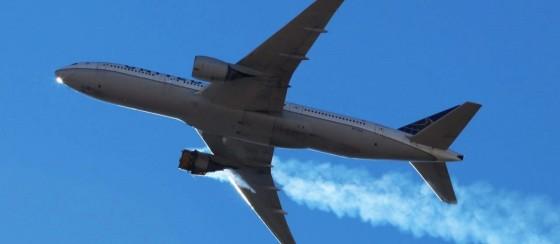 Boeing 777-200 Havada Parçalandı: Motoru Yerleşim Alanına Düştü