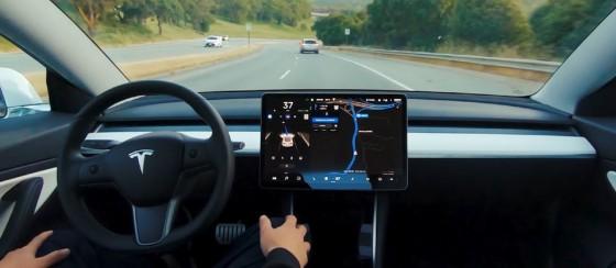 Tesla Otopilotu Sürücüsüz Çalışması İçin Kandırıldı
