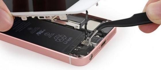 iPhone SE Parçalarına Ayrıldı
