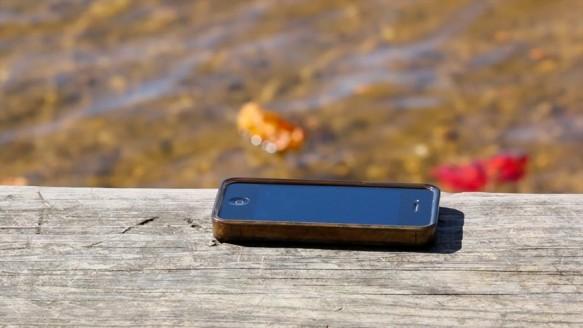 Denize Düşen Telefonunun Peşinden Atlıyordu