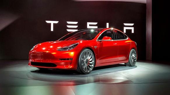 Tesla, Model 3'ü Sergileyecek
