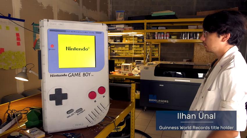 Dünyanın En Büyük Game Boy'u