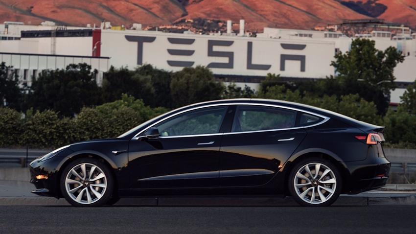Tesla Modem 3 Fabrika