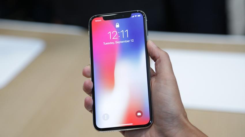 Apple, LCD Ekranlı iPhone Üretmeye Devam Edecek