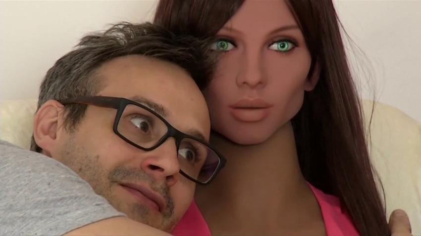Seks Robotu Samatha, İzdihama Neden Oldu!