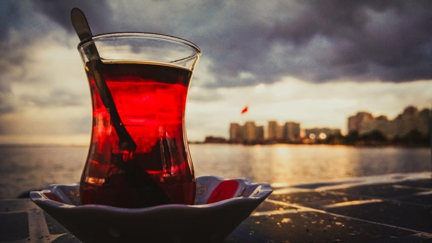 İnce belli çay bardağı emoji