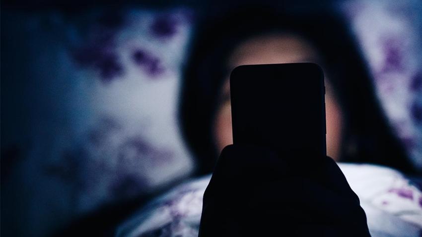 Gece Telefona veya Tablete Bakmak, Körlük Sebebi Olabilir