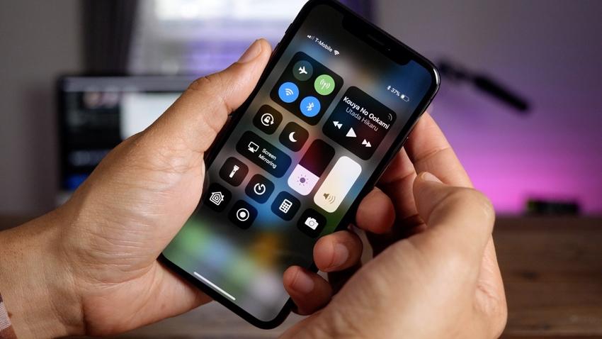 iPhone X'i Alır Almaz Kırmaya Çalıştı!