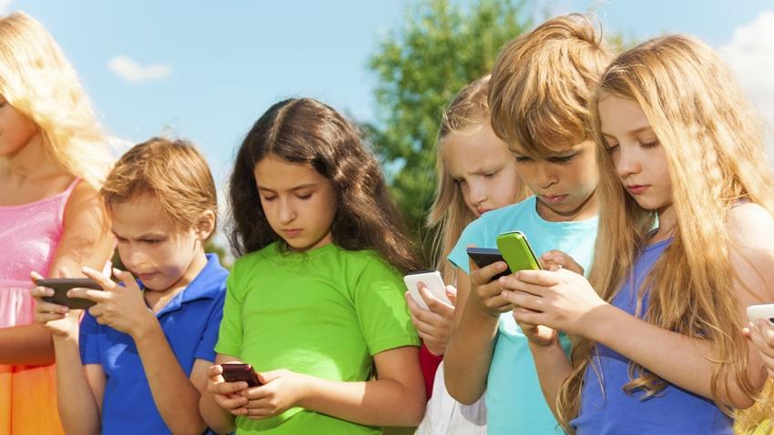 Çocukların Akıllı Cihaz Bağımlılığı Gelecekte Kör Edebilir!