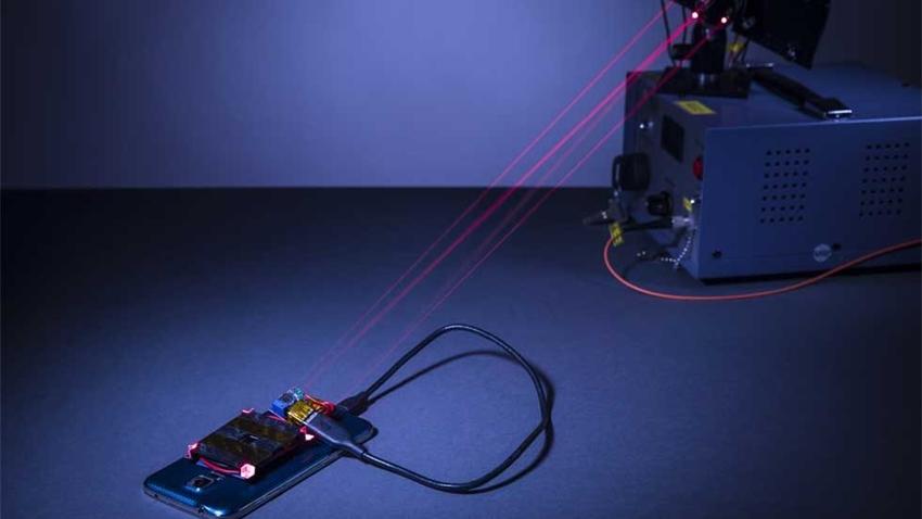 Lazer Kullanarak Akıllı Telefonu Şarj Etmeyi Başardılar