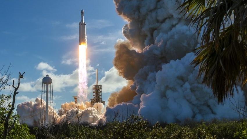 SpaceX'in Tarihi Roketi Falcon Heavy Başarıyla Fırlatıldı