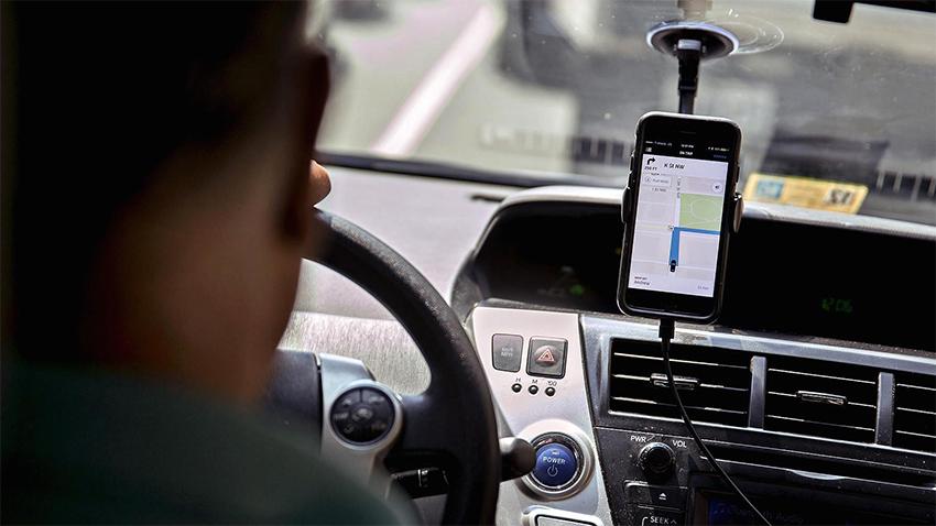 Taksiciler Uber Şoförü Dövdü
