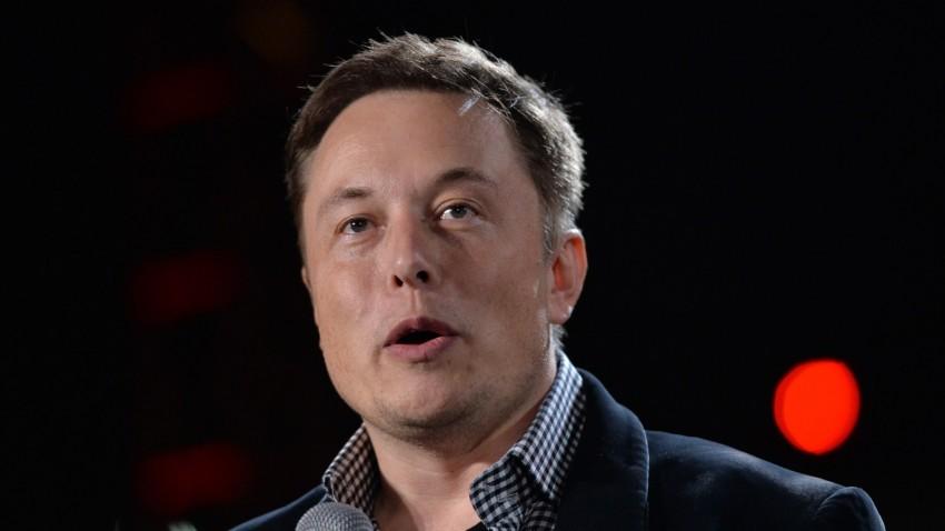Elon Musk facebook'u silin