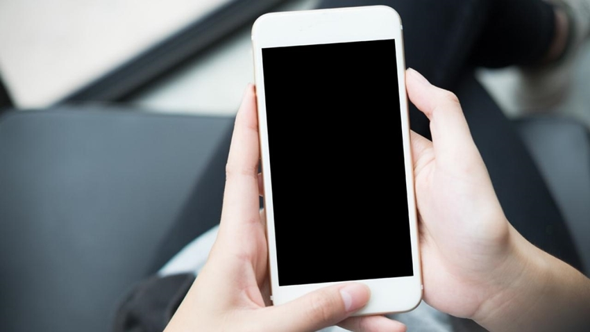 Defalarca Yanlış Şifre Girilen iPhone 48 yıl Boyunca Kitlendi!