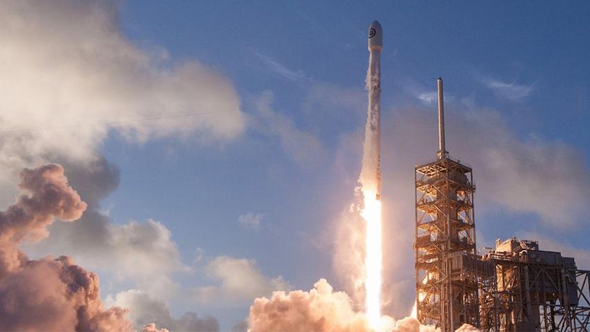SpaceX'in Falcon 9 Roketi İyosferde Devasa Bir Delik Açmış!