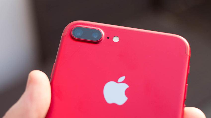 Kırmızı iPhone 8