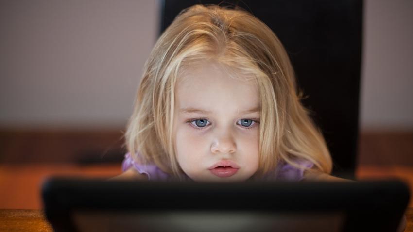 Ebeveynlerin Yüzde 63'ü İnternetteki Risklerin Arttığını Düşünüyor