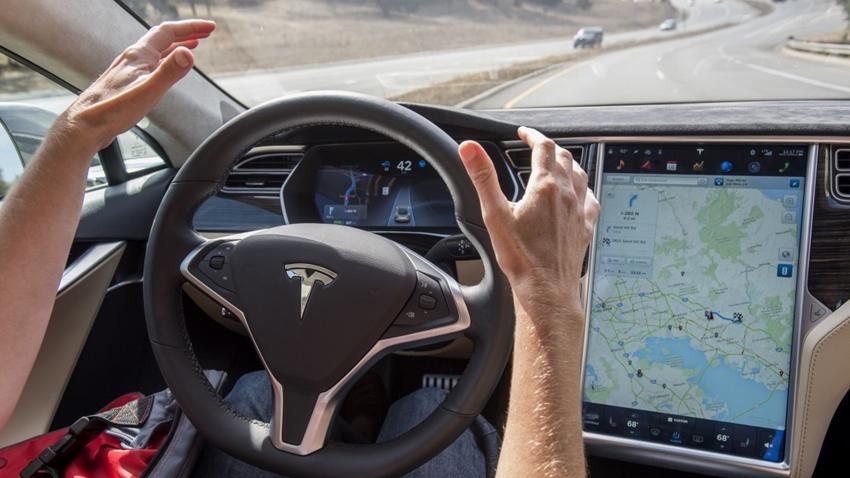 Otopilot Modunda Uyuyan Tesla Sürücüsüne Büyük Ceza