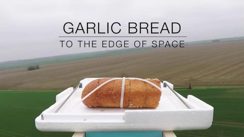 Ünlü YouTuber, Uzaya Ekmek Gönderip Tadına Baktı