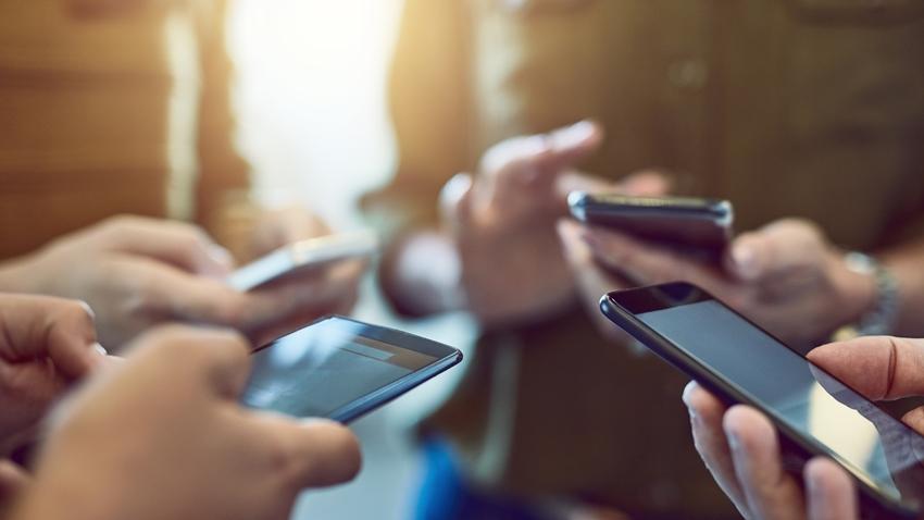 Yoğun Cep Telefonu Kullanımı Sağlık Sorunlarına Yol Açıyor