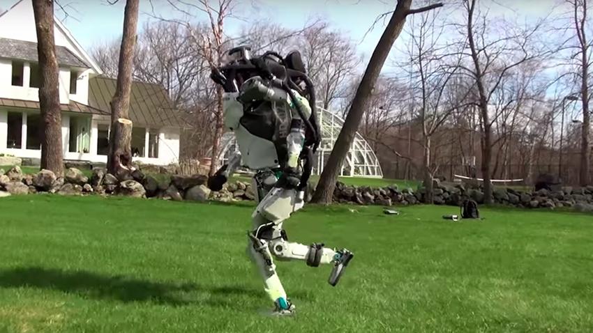 Boston Dynamics'in 'Atlas' Robotu İnsan Gibi Koşabiliyor