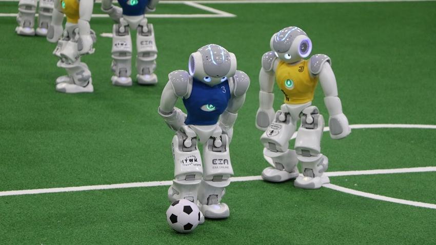 Robotların Futbol Maçı İlginç Görüntülere Sahne Oldu