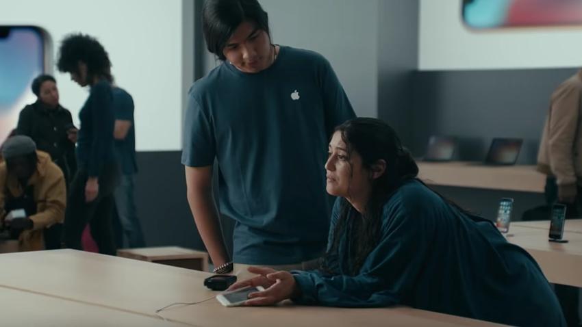 Samsung'un Yeni Galaxy S9 Reklamında Apple'a Dev Gönderme