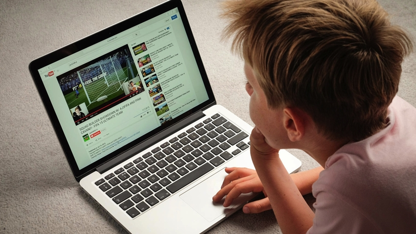 YouTube Videoları Çocukları Obeziteye Sürüklüyor Olabilir