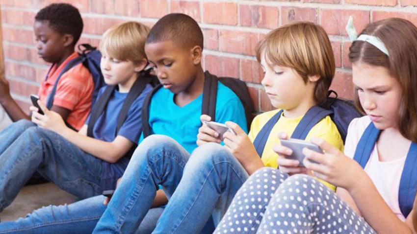 Fransada Okullarda Cep Telefonu Yasağı
