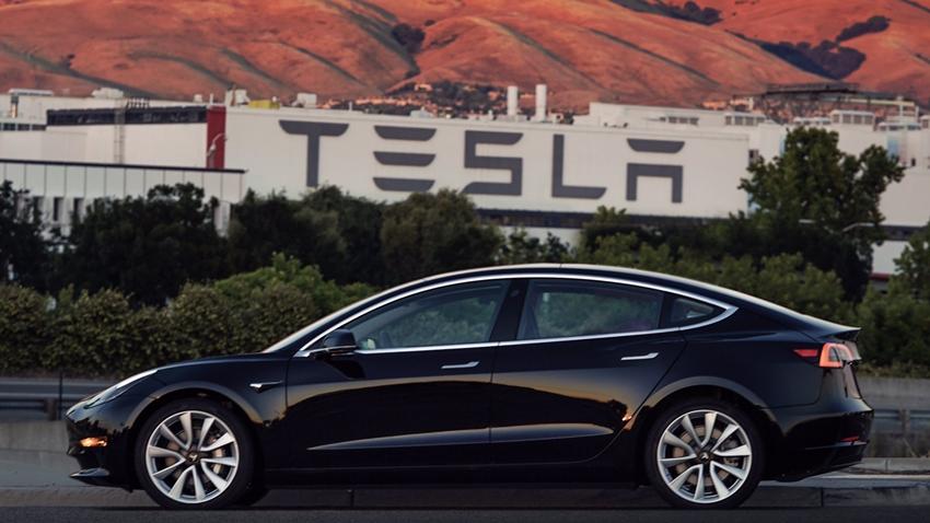 Tesla, Model 3 Ön Siparişlerinin Büyük Bir Kısmını İptal Etti