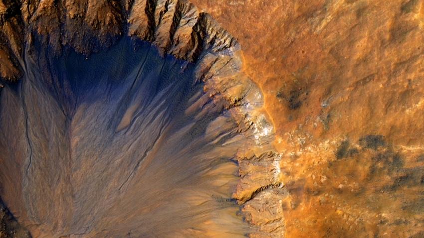 Mars'ta 20 Kilometre Uzunluğunda Yeraltı Gölü Keşfedildi