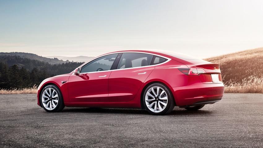 Tesla, Haftalık 5000 Model 3 Üretim Hedefine Ulaştı