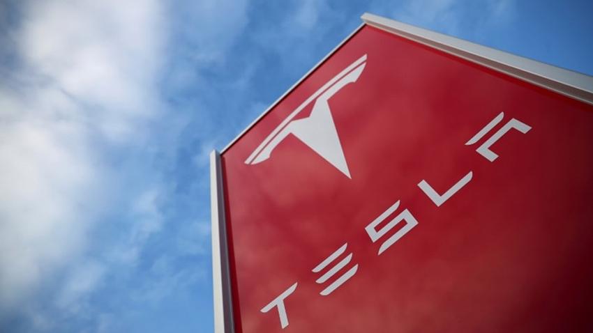 Tesla'nın Kıdemli Mühendisi Apple'a Geri Döndü