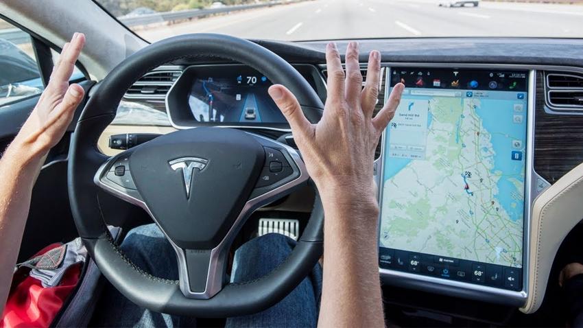 Tesla Model S'si Saniyeler İçinde Hackleyip Çaldılar!