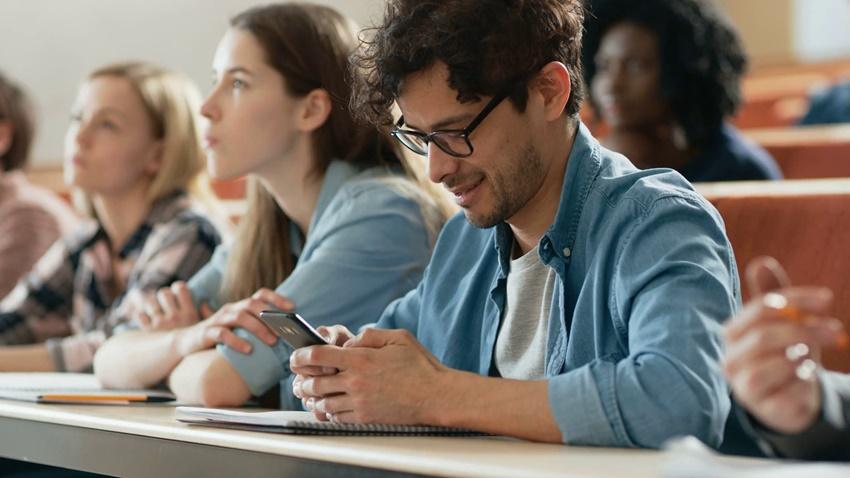 üniversite akıllı telefon
