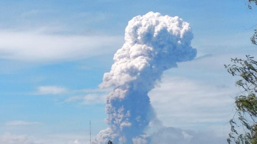 Endonezya'da Deprem ve Tsunamiden Sonra Yanardağ Patladı!