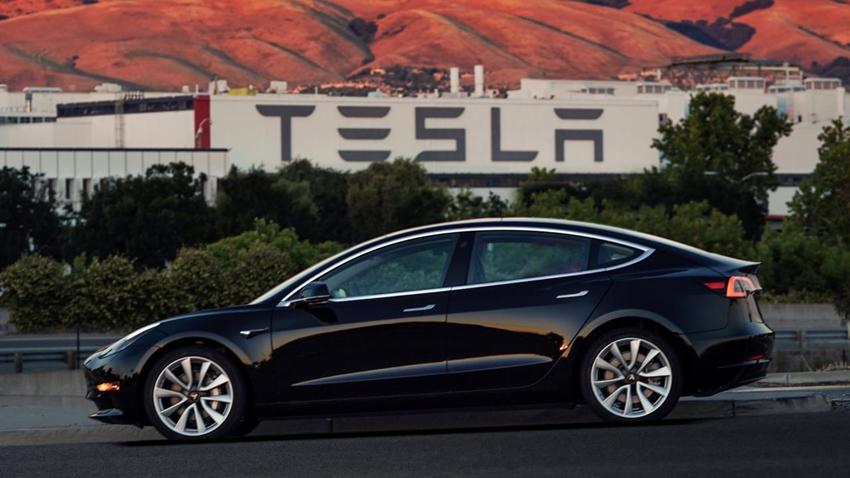 Tesla, Model 3'ün Uygun Fiyatlı Versiyonunu Satışa Sundu