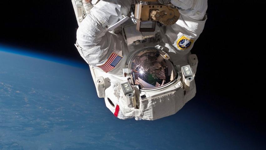 Uzayda geğirmek
