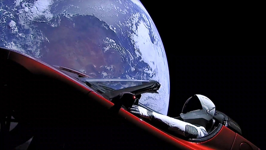 Elon Musk'ın Uzaydaki Tesla'sı Mars Yörüngesini Geçti