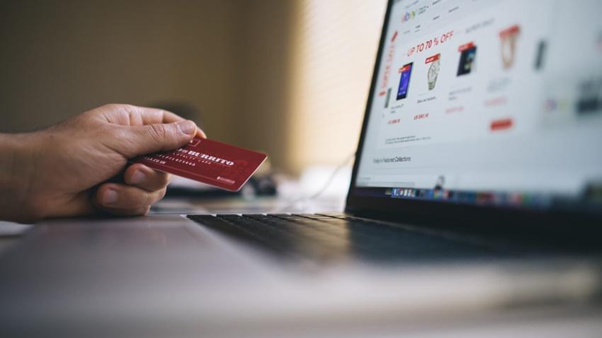 İnternetten Alışveriş Yaparken Kimlik Bilgilerinizden Olmayın!