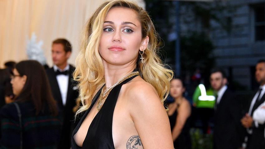 Miley Cyrus, Black Mirror'ın 5. Sezonunda Oynayacak