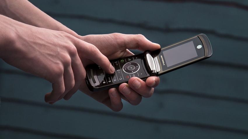 Efsane Telefon Moto Razr Katlanabilir Ekranlı Modeliyle Geliyor